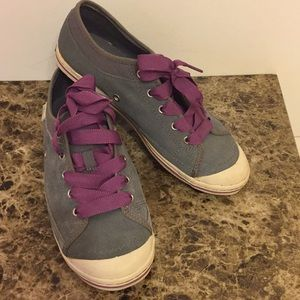 Simple gray with wide or slim purple laces